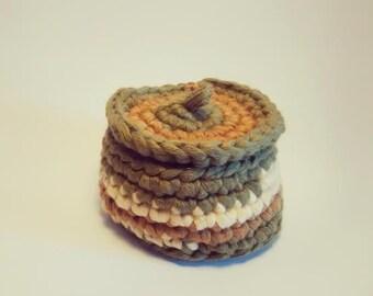 crochet small basket with lid /  basket in green yarn.