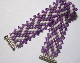 Purple and White Diagonal Chevron Pattern Beadwoven Superduo Bead Bracelet by Carol Wilson of Je t'adorn