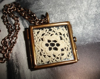 Vintage Irish Crochet Lace Display in a Brass Glass Hinged Pendant Locket, Flower Design, Vintage Brass Chain