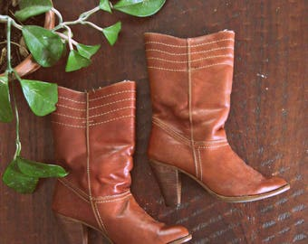 Vintage 70s leather boots / wood heel shearling lined Boho boots / size 8
