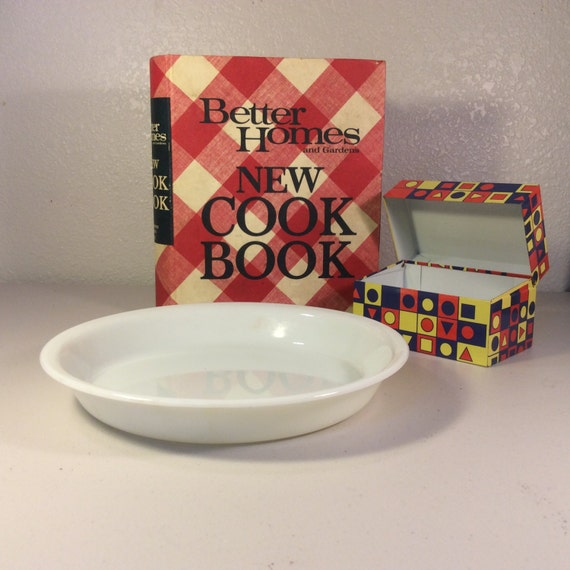 Vintage Pyrex Pie Plate White Pie Plate from VintagePickin on Etsy Studio & Vintage Pyrex Pie Plate White Pie Plate from VintagePickin on Etsy ...