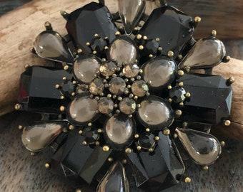 Vintage large crystal rhinestone brooch in black and smokey Quartz color