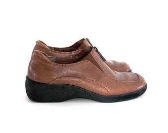 Vintage leather shoes. Brown leather shoes. Ankle shoes. Women's shoes size 8b. Extremes by Naturalizer.