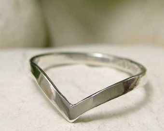 Polished Sterling Silver Chevron Ring, Simple Silver V Ring, Thin Wishbone Ring, Modern Silver Pointed Ring, Geometric Minimalist Jewelry