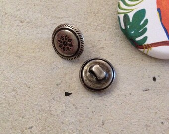 Decorated silver metal buttons