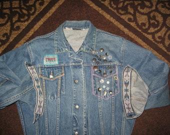 Jean* Jacket* Denim~Vintage~Southwestern Style~Awesome~ Button Adorned~ Embroidered~100 % Cotton~ Size Medium