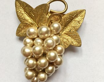 Vintage 50s | Faux Pearl | Grape |Mixed Material | Brooch