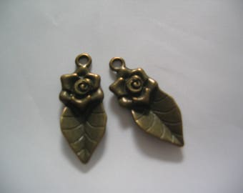 "Set of 2 bronze 30mm ""Flower and leaf"" charms"