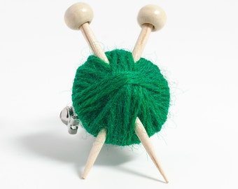 Knitting Needles and Ball of Wool Brooch - Green Yarn Pin