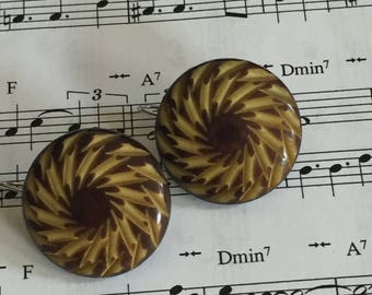 Vintage wood button earrings with blond and brown Bohemian swirl design.