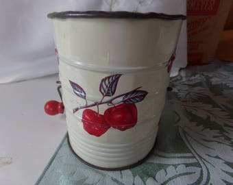 Vintage 2 Cup Flour Sifter