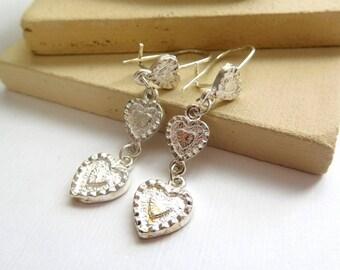 Retro Vintage 1980s Silver Tone Triple Heart Dangle Earrings K32