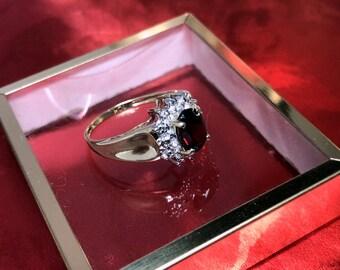 10K Y/G Oval Garnet Ring
