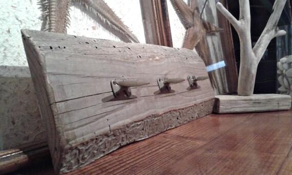 Appendiabiti in legno di recupero con bitte vintage in ottone for Arredo di recupero