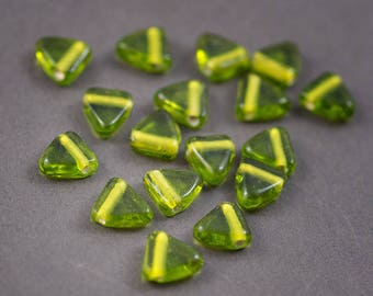 5 pcs - Indian • flat triangle glass beads • green olive transparent 12 mm