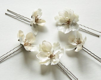 Bridal Hair Pins, Off-White Flower Hair Pins, Ivory Hair Flowers with Antique Gold Stamens and Pearls, Small Bridal Hair Flowers - BB0230