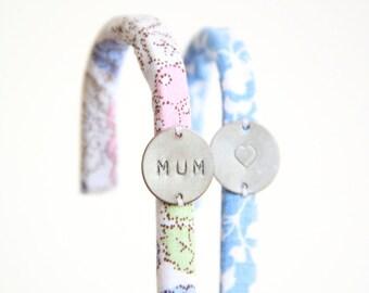 """Lot de 2 Crochets """"MUM"""" // Fête des mères Mamans // Tissu au choix - Personnalisable // Cuisine Salle de Bain Accrocher Tringle"""