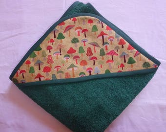 Hooded towel in green Terry cloth with printed mushroom