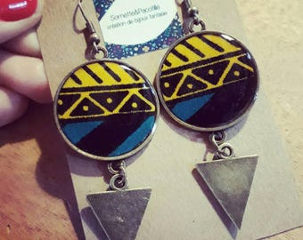 Dangle earrings / diameter 2, 5 cm/fabric wax and unique piece/bronze triangle charm / limited edition.