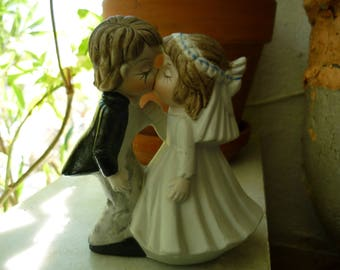 vintage wedding figurine,kissing boy & girl ceramic,small statue, ornament,1980's vintage wedding