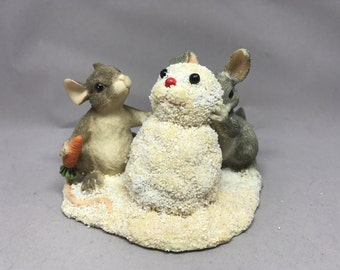 """Charming Tails """"Building a Snowbunny"""" Figurine"""