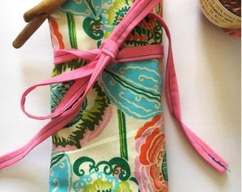 Medium Knitting Needle and Crochet Hook Organizing Roll - Floral Print