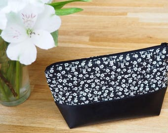 Wallet imitation leather and floral patterns