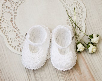 White crochet baby booties.  Baby girl shoes.  Crochet booties. Crochet white christening baby booties. Newborn gift