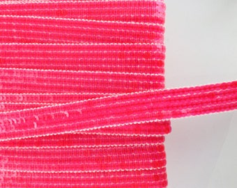 Stripes glitter neon pink round sequins in 4 rows sold has Cup