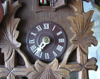 German Black Forest Cuckoo Clock - missing minute hand - for repair