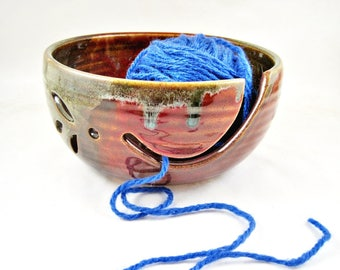 Pottery yarn bowl, Ceramic knitting bowl, Christmas favorite gift to MOM - In stock