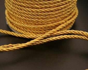 1 meter of nylon thread. (ref:4051).