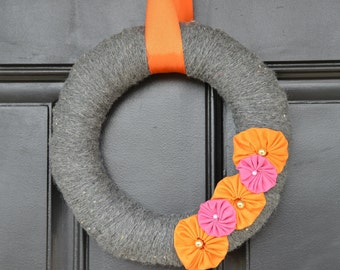Gray Yarn Wreath, Fall Wreath, Fall Decor, Modern Wreath, Modern Decor, Modern Door Wreath, Winter Wreath, Gray Decor, Door Wreath