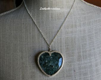 MOSS heart embroidered with beads and agate stone necklace