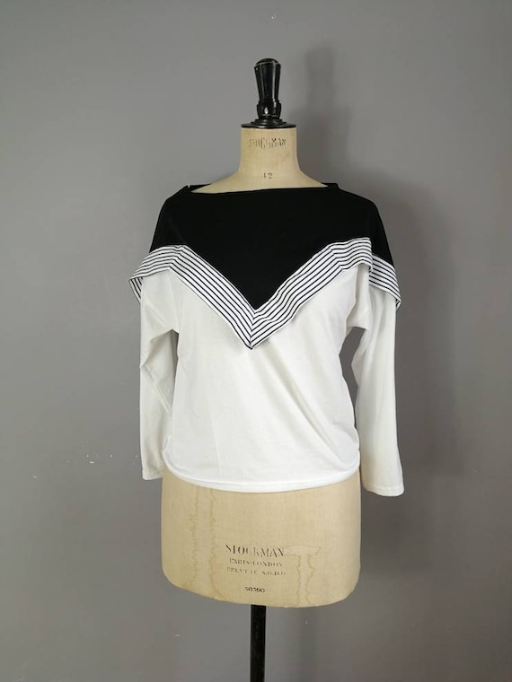 80s batwing top / black and white batwing t-shirt top / minimalist vintage / 80s womens top / nautical top / 1980s / size 10-14