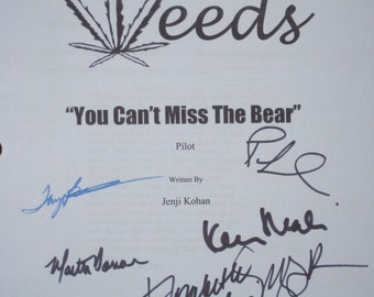 Weeds Signed TV Script Screenplay Autographs Mary-Louise Parker Elizabeth Perkins Kevin Nealon Tonye Patano Martin DonovanJustin Kirk