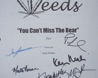 Weeds Signed TV Script Screenplay Autographs Mary-Louise Parker Elizabeth Perkins Kevin Nealon Tonye Patano Martin DonovanJustin Kirk