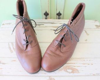 Vintage INDIE Mod Designer Boots...size 10 11 womens....brown leather. designer vintage. leather boots. ankle boots. mod. brown boots. hip
