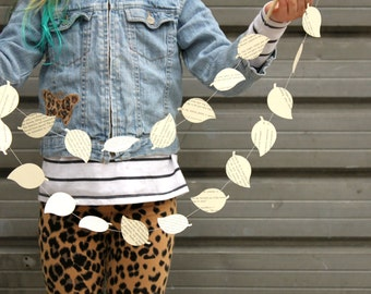 Paper Garland, Leaf Garland, Book Page Garland, Party Decoration, Leaf Bunting, Paper Bunting, Leaf Decorations, Falling Leaves, 10 ft long