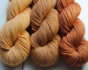Superwash Merino and Nylon - Fingering - hand dyed skeins (75/25) - 50 g / 200 m - ochre