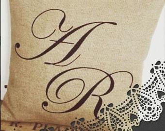 Customizable cushion in linen initials + names
