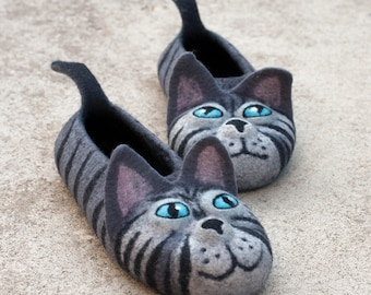 felted grey cats slippers made to ORDER/  animal slippers gift for cat lovers handmade funny cat slippers, wet felted gray cat  house shoes
