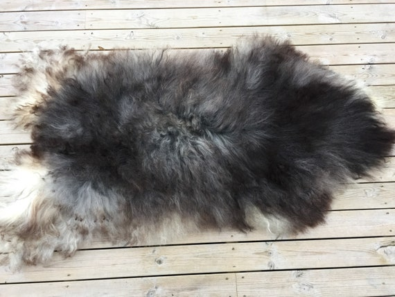 Large and lush sheepskin rug soft, volumous throw sheep skin long haired Norwegian pelt natural grey 18054