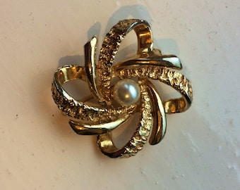 Vintage Gold Brooch with Pearl Centre - SALE