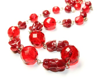 Art Deco Chunky Red Faceted and Moulded Glass Single Strand Vintage Necklace (c1930s) - damaged