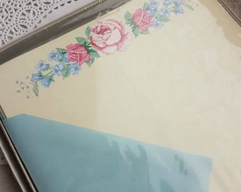 Vintage Hallmark Boxed Floral Writing Paper Stationery Correspondence Set