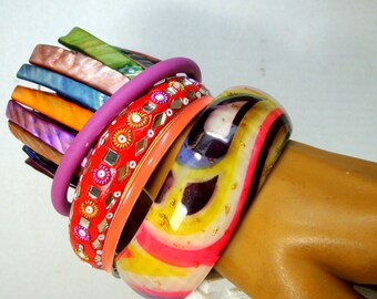 Lot of 5 Vintage Colorful Bracelets, Mardi Gras Colors, Lucite Undulating Bangle, Mirrored Clay India Bangle, Iridescent Stretch Shell
