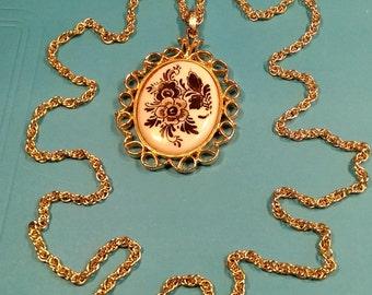 Vintage, Delft Holland Pendant. Gently Used. Lot J