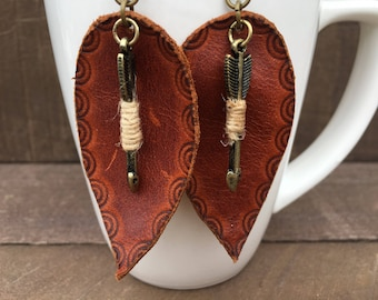 Rusty brown leather leaf earring with arrow