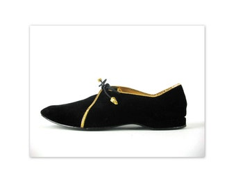 Vintage 60s Daniel Green Pixie Slippers 5 Black Velvet Lace ups with gold trim